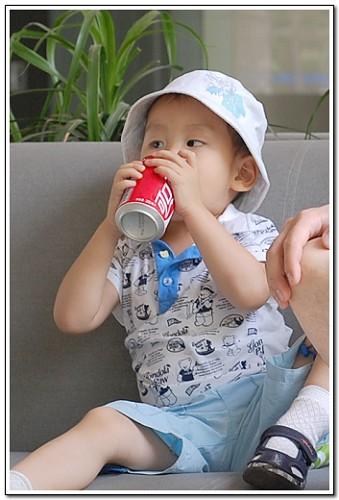 哇,冰凉冰凉的可乐,真是太好喝了~~~