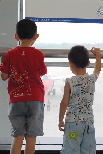 这是我们将要乘坐的飞机吗?怎么这么小?!