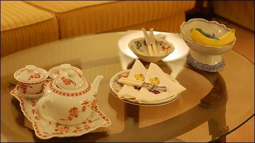 精致的下午茶点和餐具