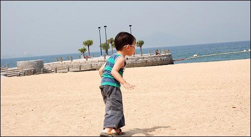 奔向大海的小人儿