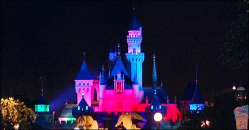 烟花表演结束后的梦幻城堡