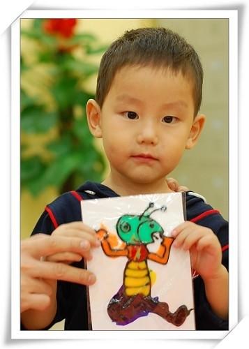 看,我的胶画作品:《五颜六色的小蚂蚁》