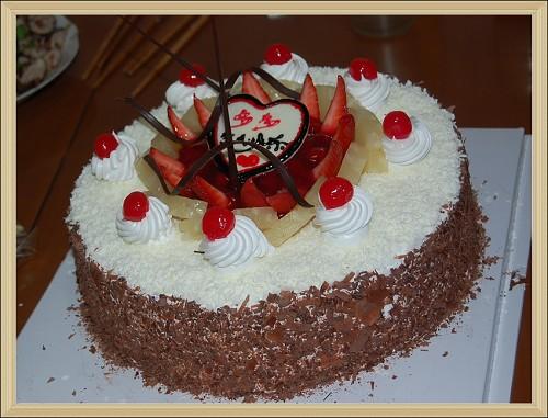 """""""超好吃超大""""的生日蛋糕"""