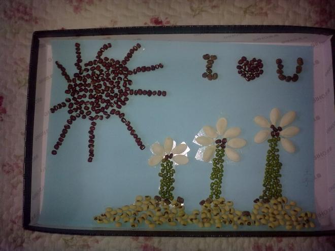 红豆黄豆粘贴画-看看我们的种子贴画