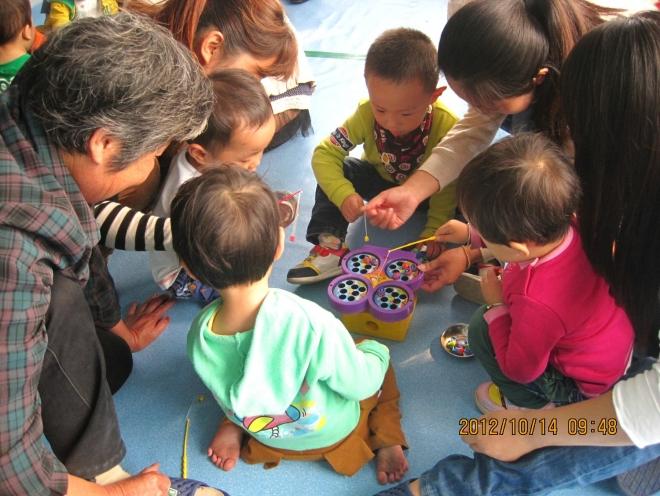 快乐一家子剪贴画-艺术活动:粘贴画-亲子课上欢乐多 爱的童话屋的博客