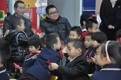 幼儿园中班公开课 - 成长日记 - 亲亲宝贝