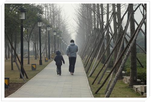 初七和爸爸在唐城墙遗址公园晨练