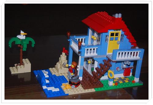 看,我的海滨小屋,漂亮吗?!请大家喝啤酒吃烧烤啊~