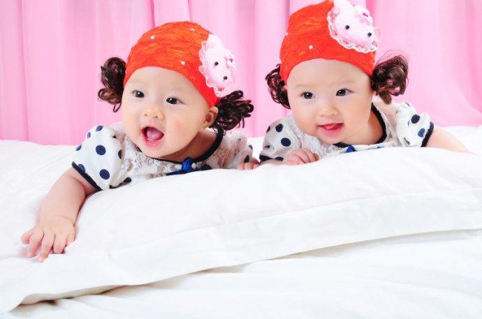 怀有双胞胎的美梦。