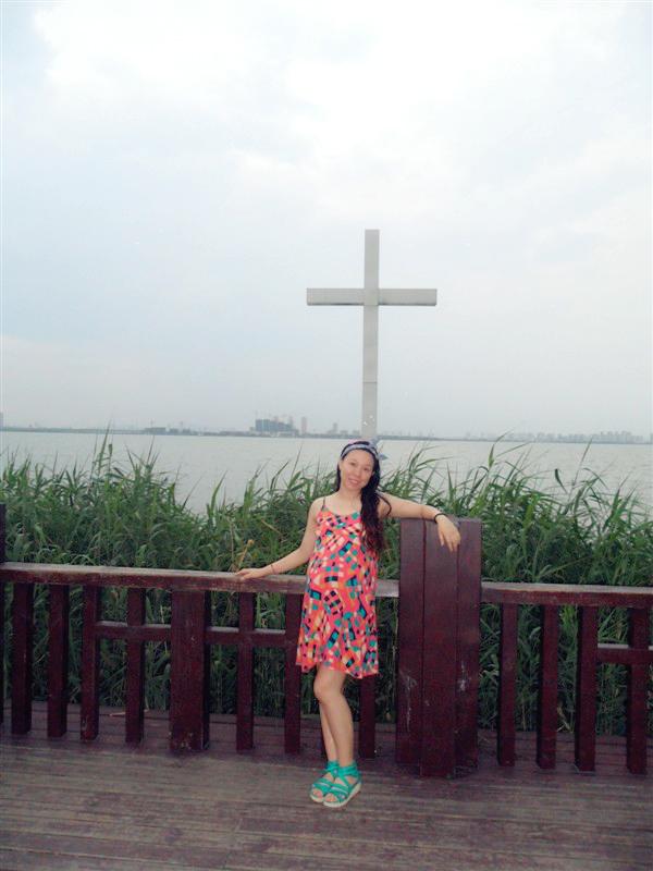 孕8月:十字架前为你虔诚祈祷。