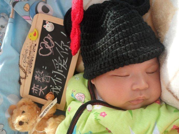 小温馨沉浸在甜蜜的睡眠中。
