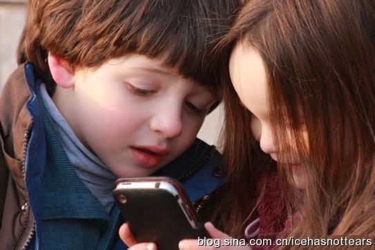 对孩子玩手机游戏的利弊分析