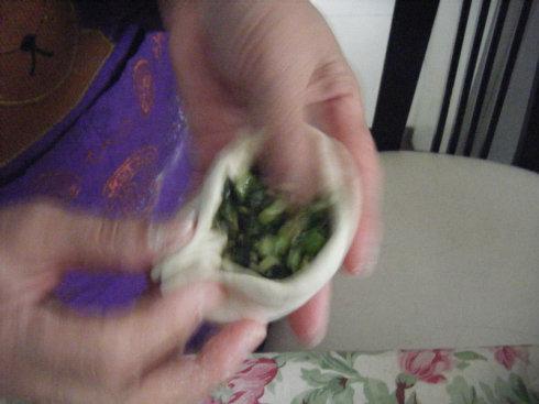 春天,做一些好吃的韭菜盒子吧!