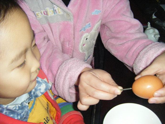 用鸡蛋打造一场小小的魔术吧