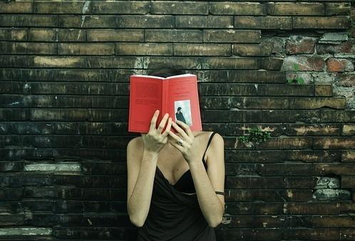 聪明人看得懂,精明人看得准,高明人看得远。智者的声音是愚者的方向,无法放弃过去的无知,就无法走进智慧的殿堂。偏见比无知更可怕!